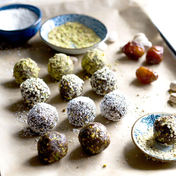 Date Balls with superfoods